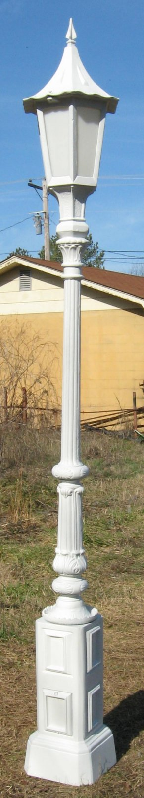 cast aluminum balboa lamp post with tudor top
